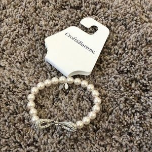 Pearl bracelet with diamond bow accent